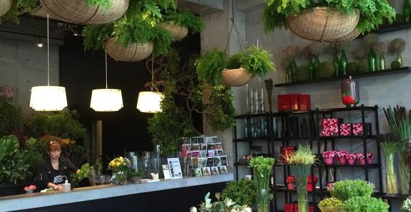 青山 ニコライバーグマンNomu 花とグリーンに癒される洗練されたカフェで遅ランチ