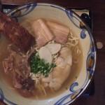 沖縄 楚辺(そべ)4種類の部位の肉たっぷり超特大の沖縄そばに挑戦!